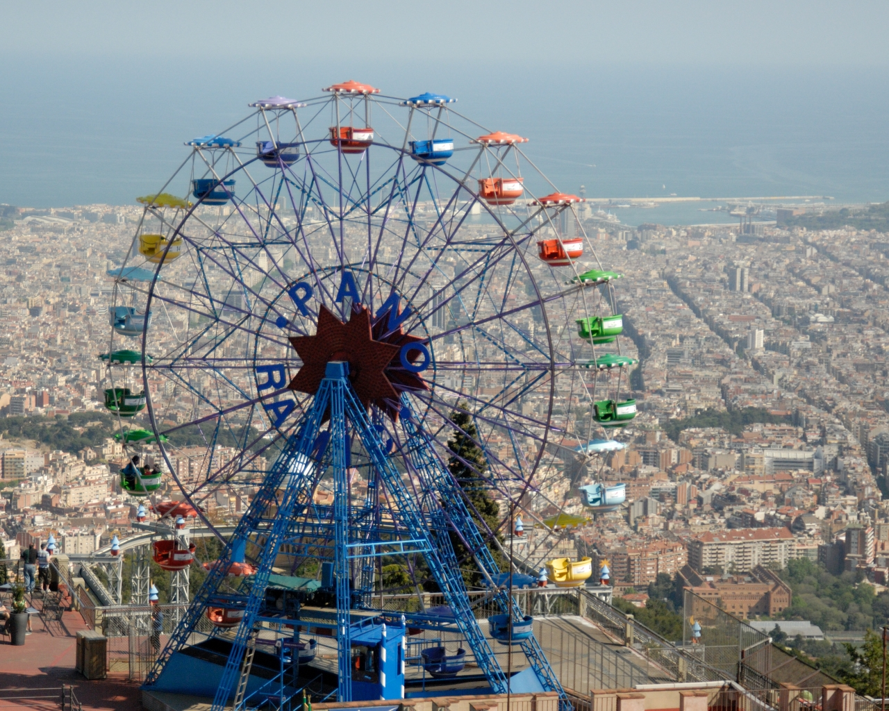 Tibidabo the mountain overlooking barcelona tips for for Parques de barcelona